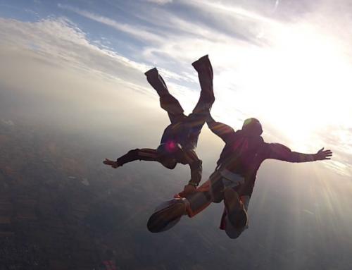 Grupowe skoki ze spadochronu