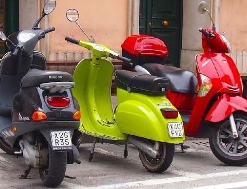 Grupowe przejażdżki na skuterach