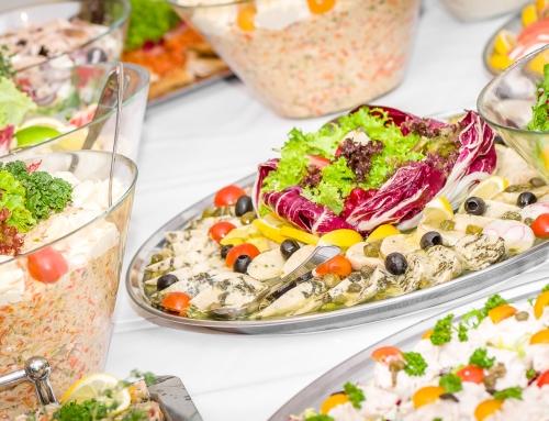 Catering na wigilię firmową – dlaczego warto?