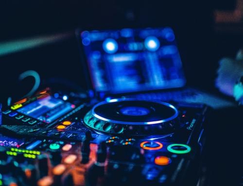 Sprzęt DJ na otwarcie nowego biura – jak zastosować?