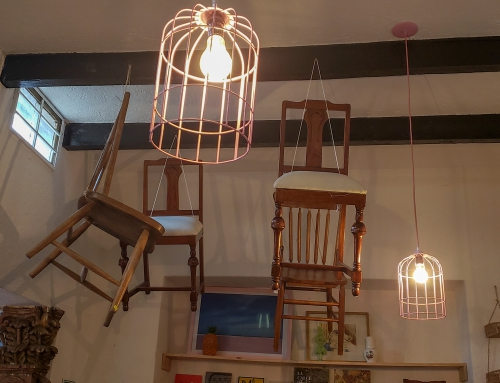 Latające krzesła – scena z rozmachem artystycznym