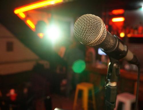 Wyjście na występ stand-upowy