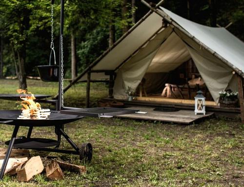 Wyjazd firmowy pod namioty – czy to ma szansę się udać?